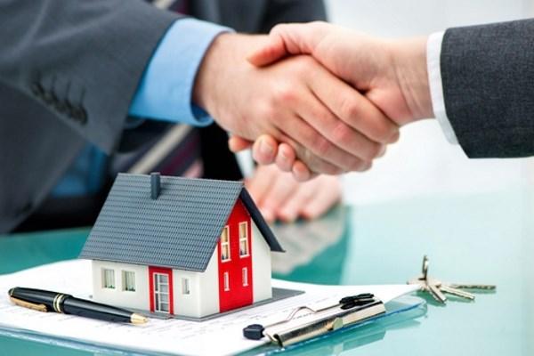 Bankgespräch über Baufinanzierung