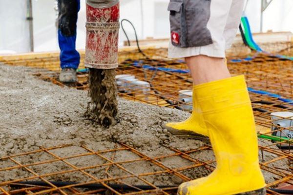 Ortbeton-Stahlbetondecke betonieren
