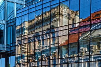 Auch Bürogebäude werden zuweilen mit Glasfassaden ausgestattet. pixabay.com CC0 Public Domain