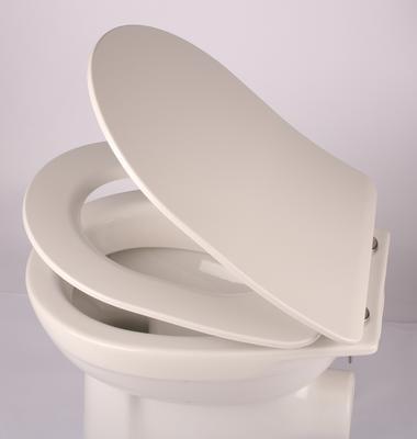 Dank Absenkautomatik schließt der Toilettendeckel nahezu geräuschlos © Badorado