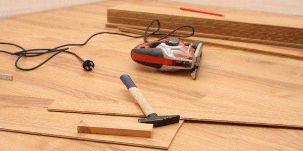 laminat verlegen lassen schritt dampfsperre und verlegen. Black Bedroom Furniture Sets. Home Design Ideas